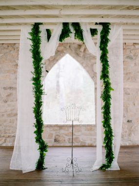 Oak & Lily Flowers Photo by Brittany Mahood br-wedding385