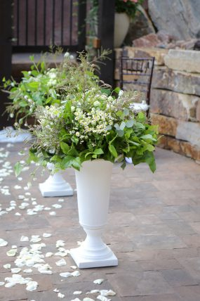 White Green Wedding Ceremony Flowers Oak & Lily D&L-108